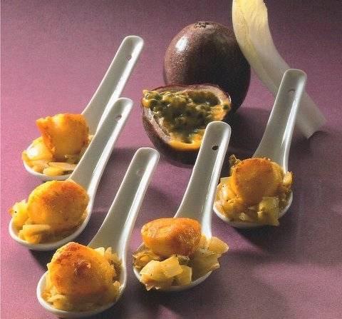 Amuse van sint-jacobsnootjes met gestoofde witlof. recept ...