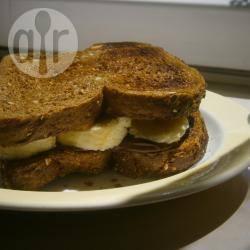 Boterham met nutella™, banaan, en pindakaas recept