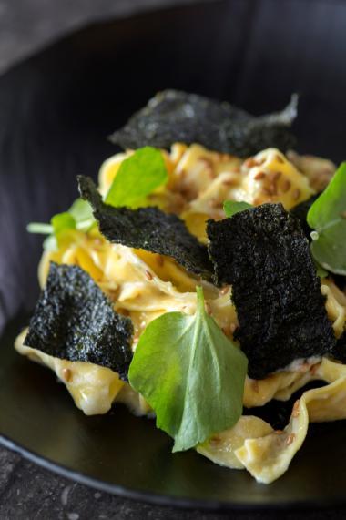 Recept 'pasta met bloemkool en gefrituurde norivellen'