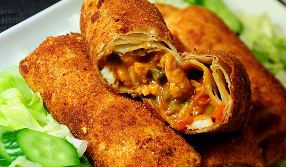 Gepaneerde tortilla's gevuld met kipsate recept