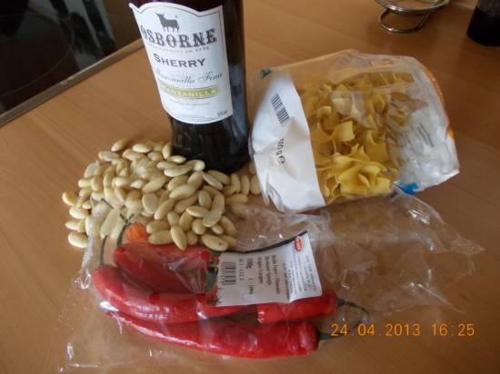 Pittige tagliatelle met gerookte kip, amandelen en sp.peper recept ...