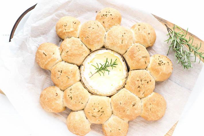 Breekbrood met gebakken camembert