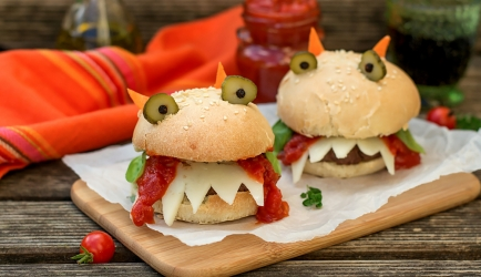 Halloween hamburgers recept