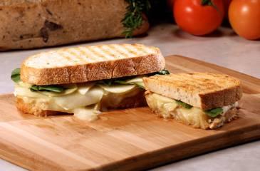 Appel, brie en rucola panini recept