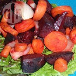 Pittige salade van geroosterde rode biet en wortel recept