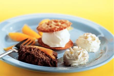Chocolademousse met ijs en sinaasappel