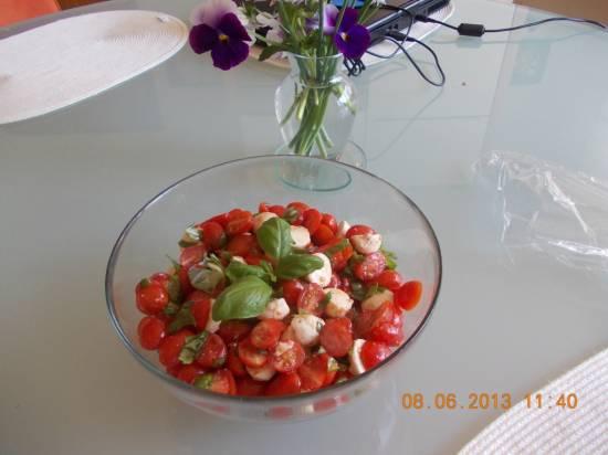 Salade caprese met kerstomaten en sumak recept