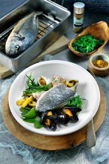 Recept 'warm gerookte zeebaars met rood zeewier, wakame en een ...