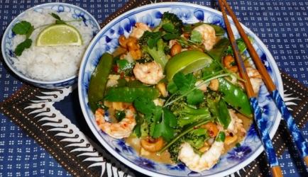 Geroerbakte grote garnalen met peultjes en broccoli recept ...