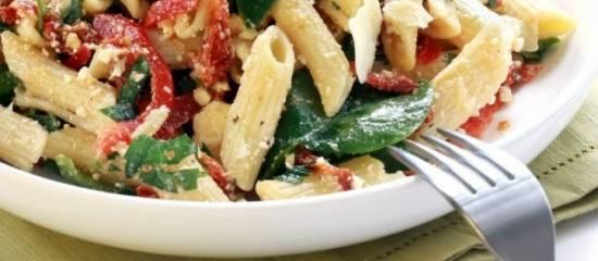Pasta met spinazie en tomaat recept