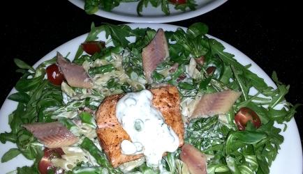 Lente salade van zalm en gerookte paling recept