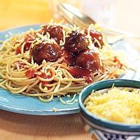Spaghetti met tomatensaus en balletjes recept