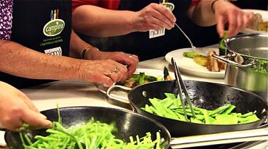 Recept 'parelhoen met groene asperges en tuinbonen'