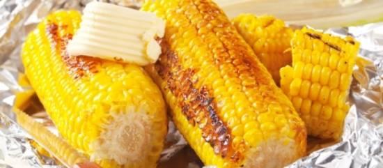 Gegrilde maiskolf met chili- & limoenboter recept
