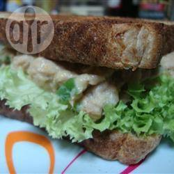 Pittige sandwich met tonijn recept
