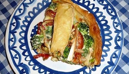Quiche met broccoli, zongedroogde tomaatjes en brie