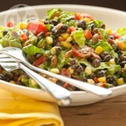 Zwartebonensalade met avocado-limoendressing recept