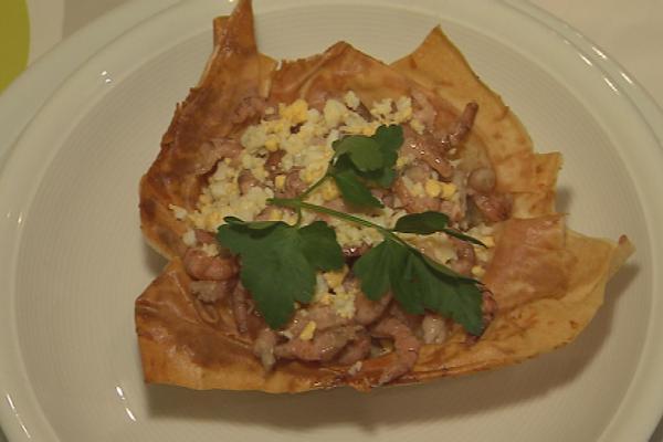 Mandje met parmesaanse kaas gevuld met bloemkool ...  vier
