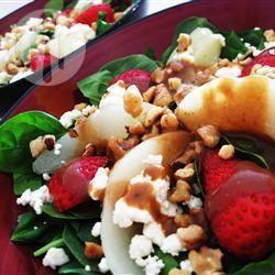 Salade van spinazie, aardbei en peer recept