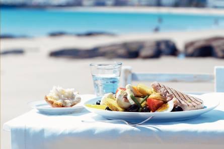 Salade niçoise met geroosterde tonijn