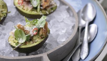 Gevulde avocado's met gerookte paling recept
