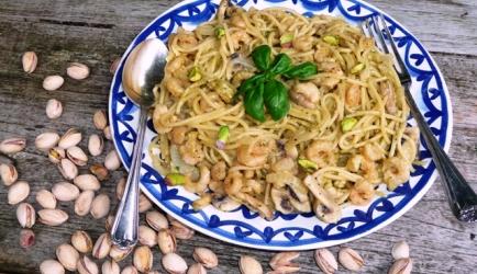 Siciliaanse pasta met pistachepesto en garnalen recept