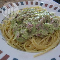 Pasta met tonijn en avocado recept