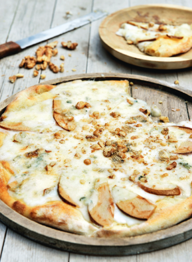 Recept 'pizza gorgonzola met peer en walnoten'
