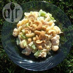 Pastasalade met kip en cashewnoten recept