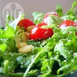Salade van rucola, cherrytomaat en pijnboompitten recept ...
