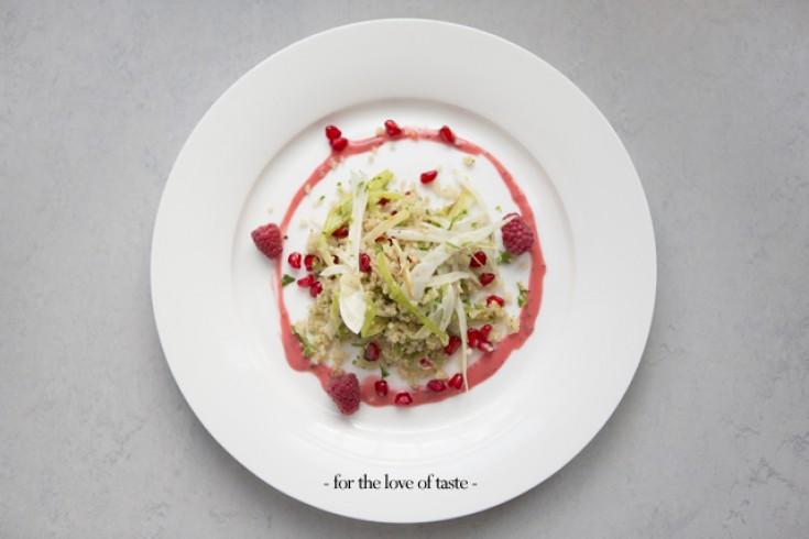 Quinoa-venkelsalade met granaatappel en frambozen
