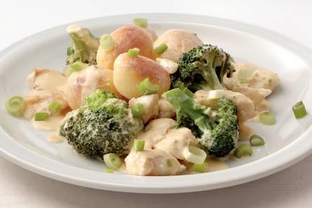 Aardappel-broccolistoofpot met kabeljauw