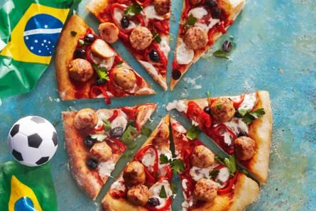Pizza met kip-chorizoballetjes