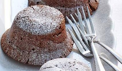 Zacht smeltende chocoladecakejes recept