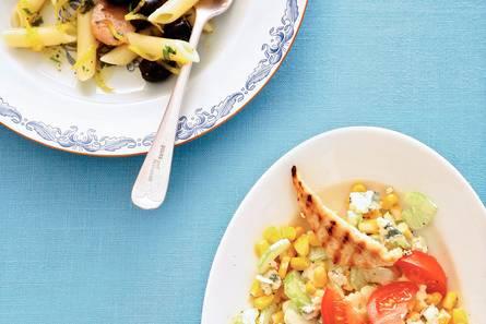 Salade van gegrilde kip, maïs en bleekselderij