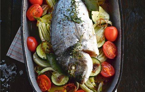 Dorade ovenschotel met groente, kruiden, aardappel recept ...
