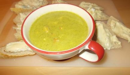 Pittig gekruide broccolisoep met gerookte kipfilet sp peper en kerrie