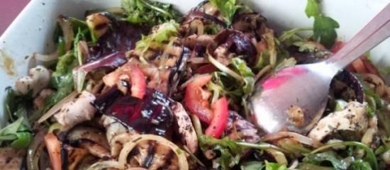 Gegrilde aubergine salade recept