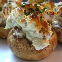 Gevulde champignons met worst en kaas recept