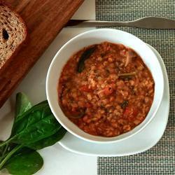 Pittige rode linzensoep met spinazie recept
