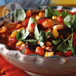 Pittige bonenschotel met paprika, wortel, bleekselderij, tomaten en ...