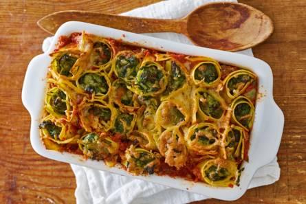 Lasagnerolletjes gevuld met gehakt en ricotta uit de oven