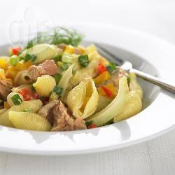 Pastasalade met tonijn en paprika recept