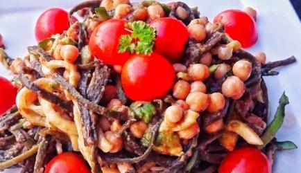 Vegetarische zeewier pasta met peulvruchten en avocado recept ...
