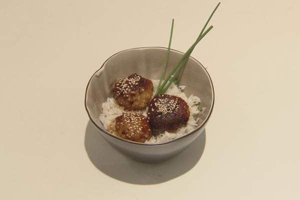 Teriyaki meat-bowl met rijst & sesamzaadjes