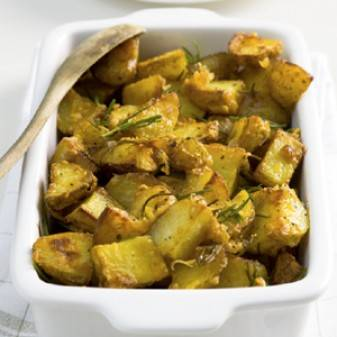 Aardappels uit de oven omhuld met een rozemarijn-kaaslaagje ...