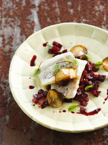Recept 'zeebaars met ratatouille van rode biet'