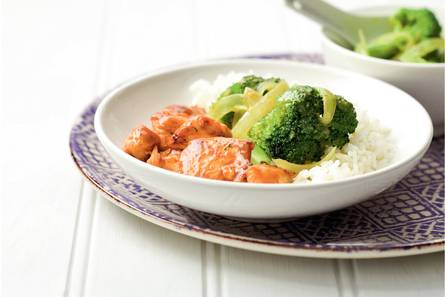 Thaise kip met broccolicurry