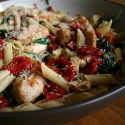 Pasta met spinazie, pijnboompitten en zongedroogde tomaten ...