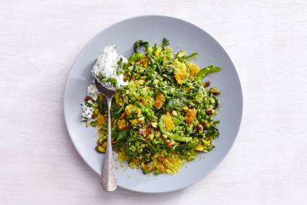 Lauwwarme couscous met groenten en kruidenricotta